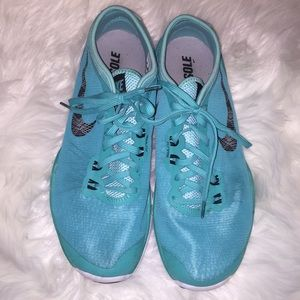 Nike teal fitsole shoes. Size 8 1/2.